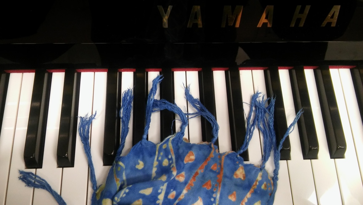 batik at the piano